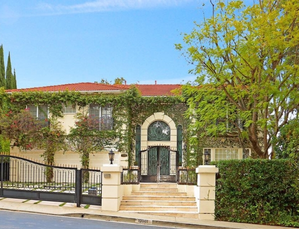 Brand new listing in the popular guard gated community of The Summit in Beverly Hills.